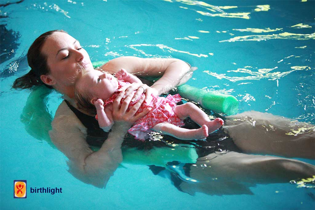 Baby swimming lessons from birth
